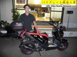 飛田さんと新しいバイクシート